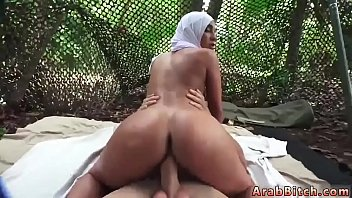 wife with threesome husband lingerie and Chica en la playa se le pinta todo